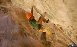 "Chris Sharma & Stefan Glowacz sont ""Into the light"""